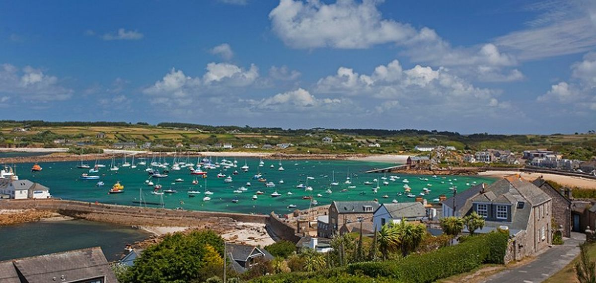 One dead after 'raid' on boat in Isles of Scilly harbour