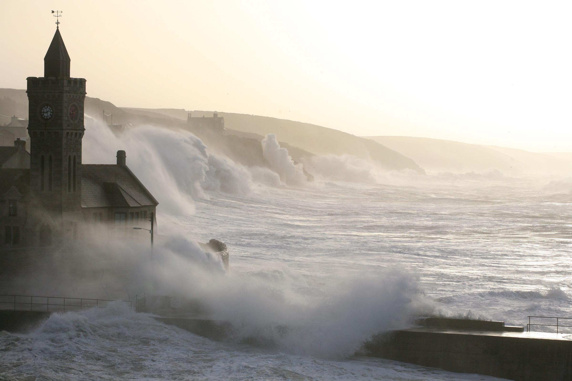 Wild wind warning as 70mph gusts expect