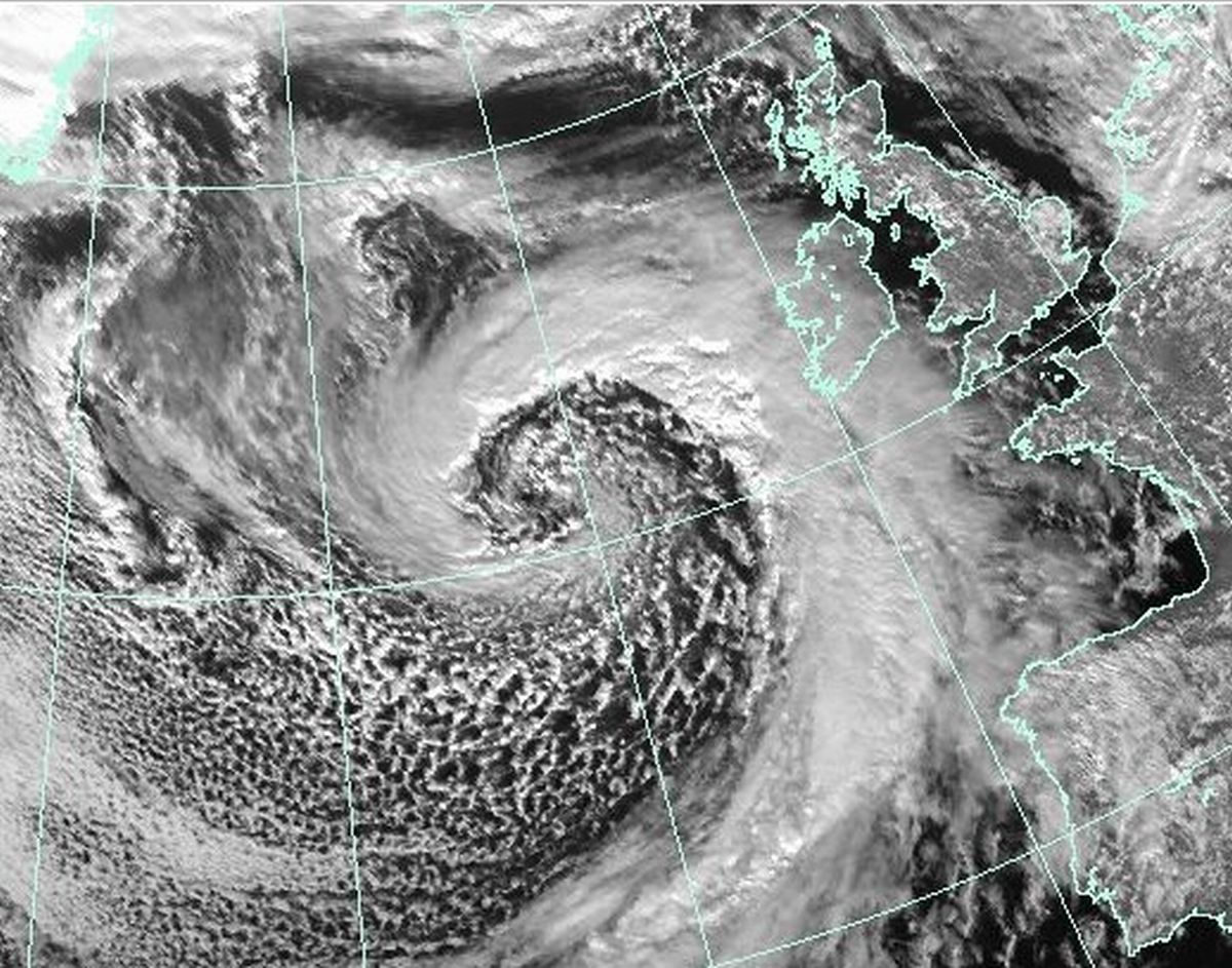'Violent storm force 11' winds expected at midday as latest storm hits