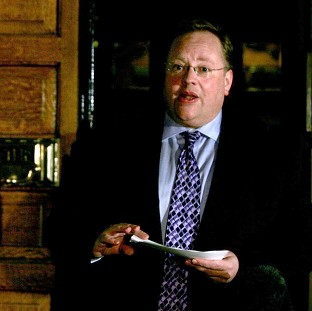 Liberal Democrat peer Lord Rennard has apologised to four women party activists who accused him of harassment