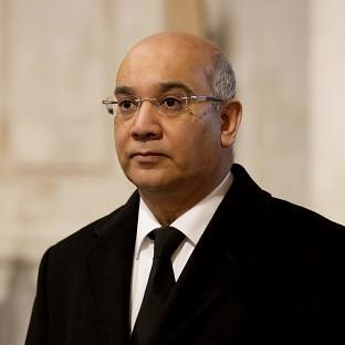 Keith Vaz says shifting frontline Border Force staff to help deal with a backlog of 30,000 passport applications would be