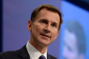 Judge to rule on NHS contract row between junior doctors and Jeremy Hunt